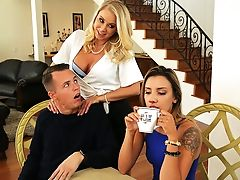 Brazzers – Massaged By Her Mummy
