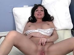 Sweet Cougar Leah Masturbating