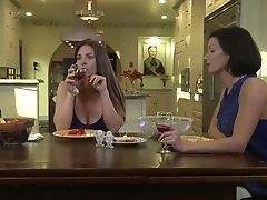 Voluptuous Girl-on-girl Lynn Vega Fondle Her Fresh Gf And Makes Her Squeal