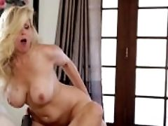 Sweetheart Julia Ann 69`s And Munches Youthfull Lesbos Fuckbox