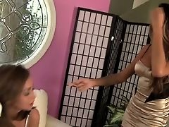 Riley Reid Has A Good Time Masturbating With Vibro In
