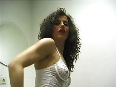 Solo Cougar In The Bathroom - Julia Reaves